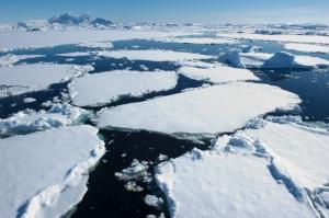 Melting-Ice-Caps-in-Antarctica-700x465
